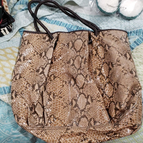Old Navy Handbags - Large fuax snake skin tote